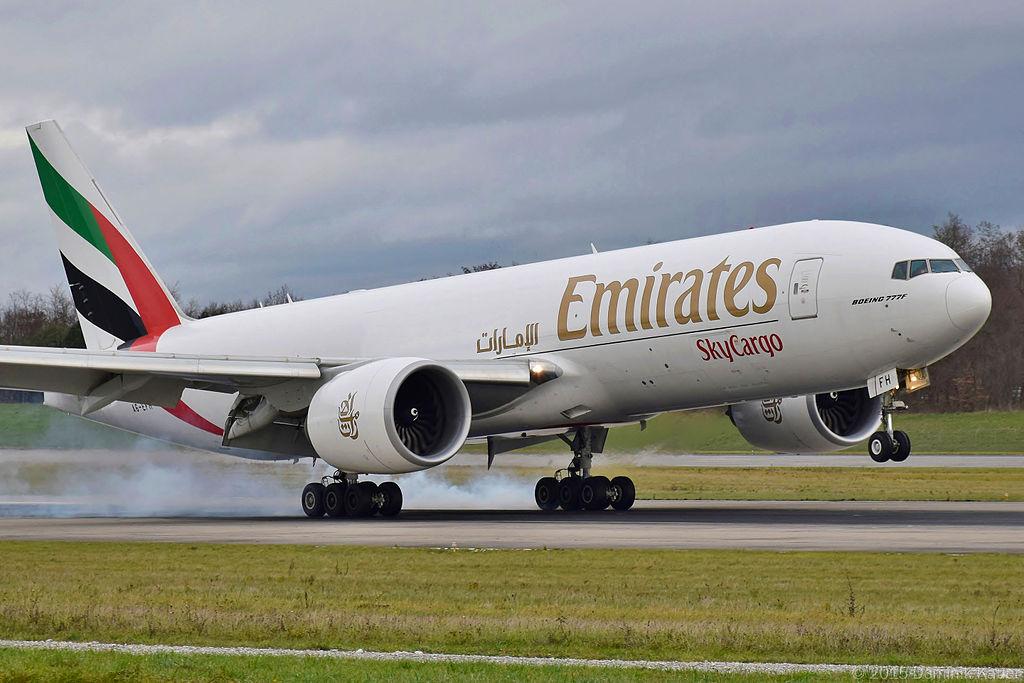 Avião Emirates SkyCargo Boeing 777F