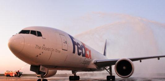 Avião FedEx Boeing 777F Batismo VCP