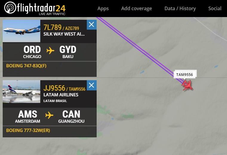 FlightRadar24 Voo Boeing 747 voando acima Boeing 777 LATAM