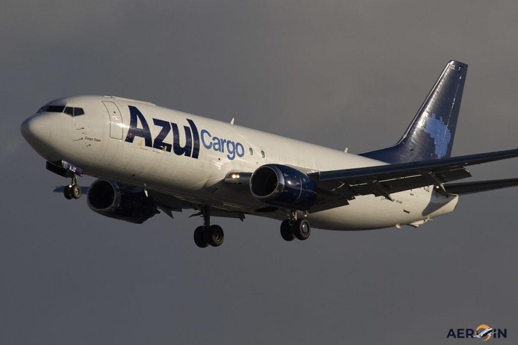 Avião Boeing 737-400F Azul Cargo