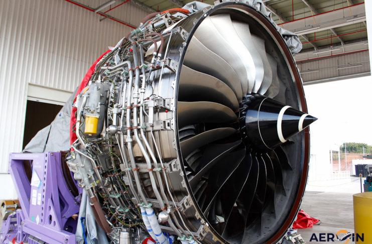 Motor RR Trent 7000 Hangar Manutenção Azul