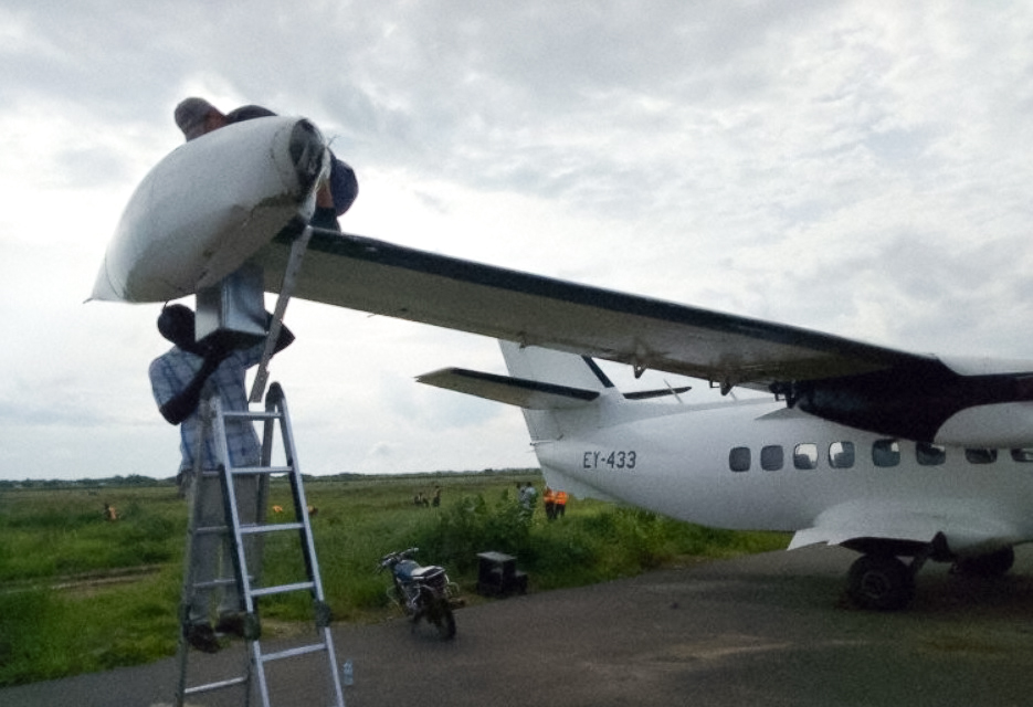 Let L-410 Eagle Air Árvore Decolagem Sudão Do Sul