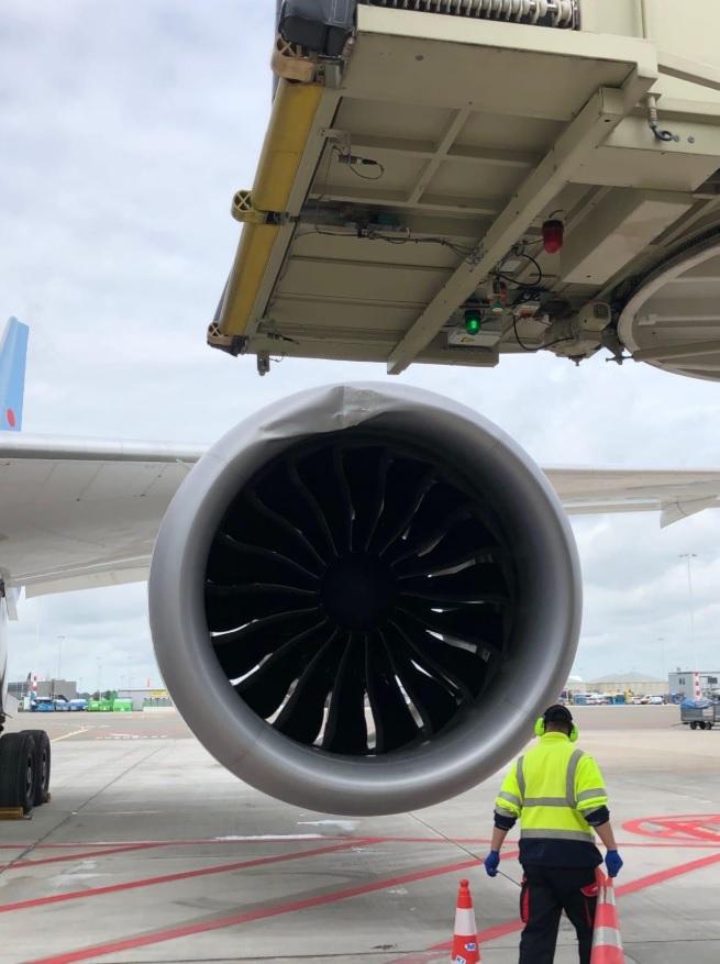 Motor Danificado Ponte Embarque 787 TUI Airlines Amsterdã