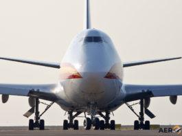 Avião Boeing 747-400F Kalitta Air Frente