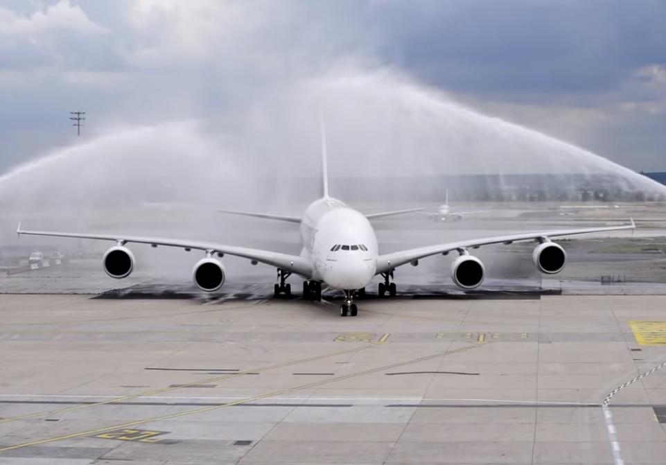 Vídeo Emirates A380 de volta a Paris