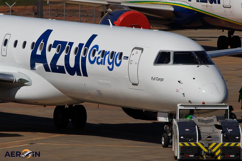 Avião Embraer E195 PR-AYO Azul Cargo