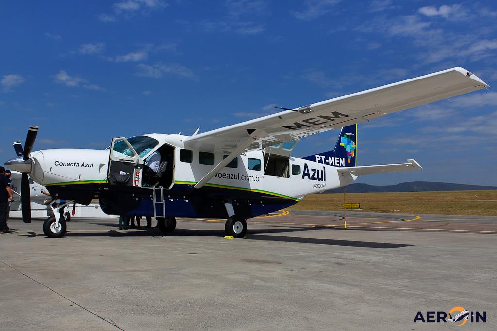 Avião Cessna C208 Caravan Azul Conecta