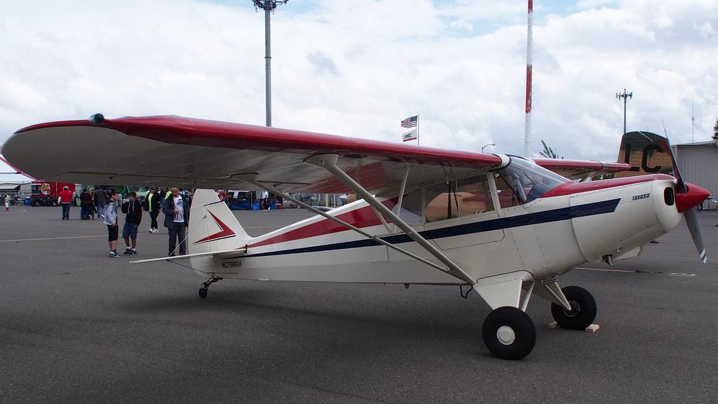 Avião Piper PA-12 Super Cruiser