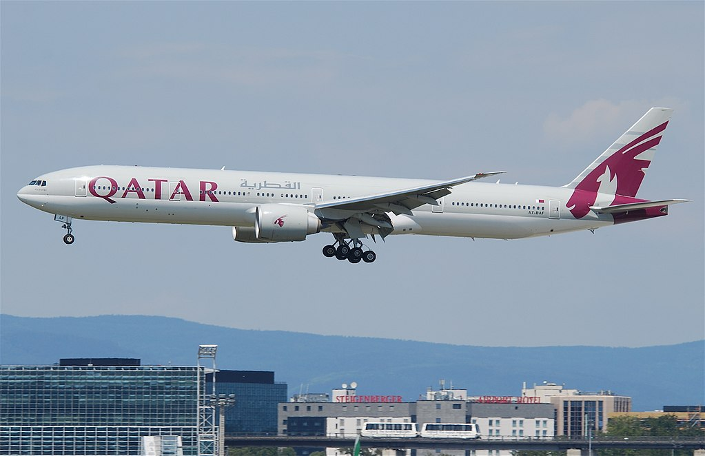 Avião Boeing 777-300 Qatar Airways