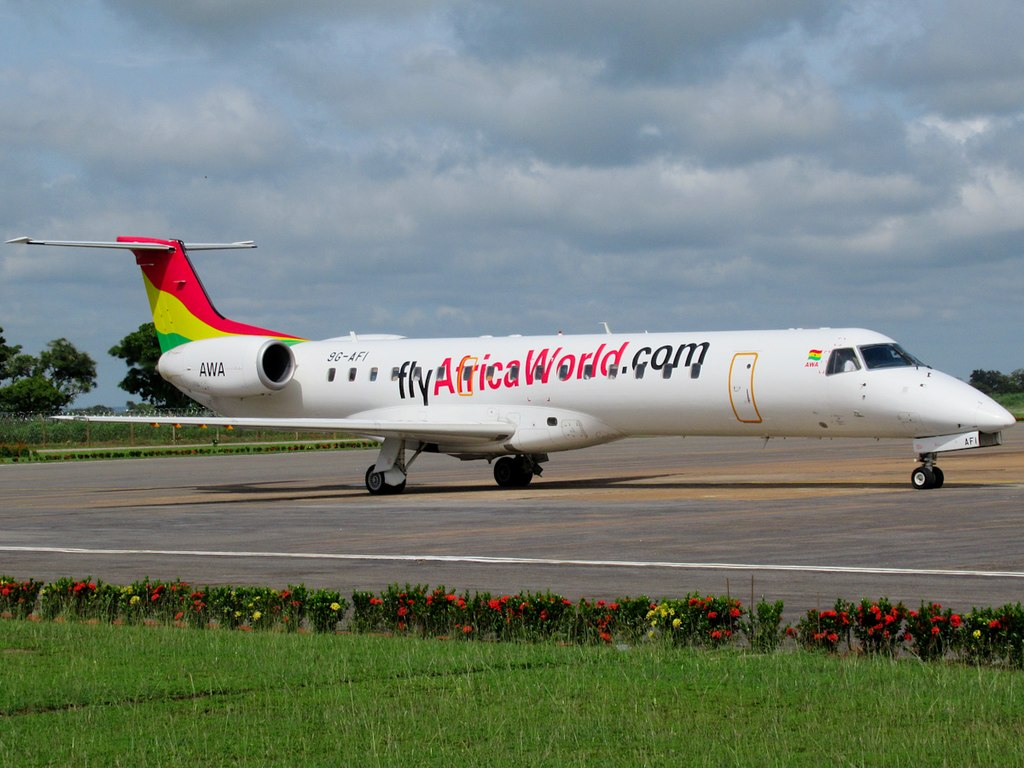 Avião Embraer ERJ 145 Africa World Airlines
