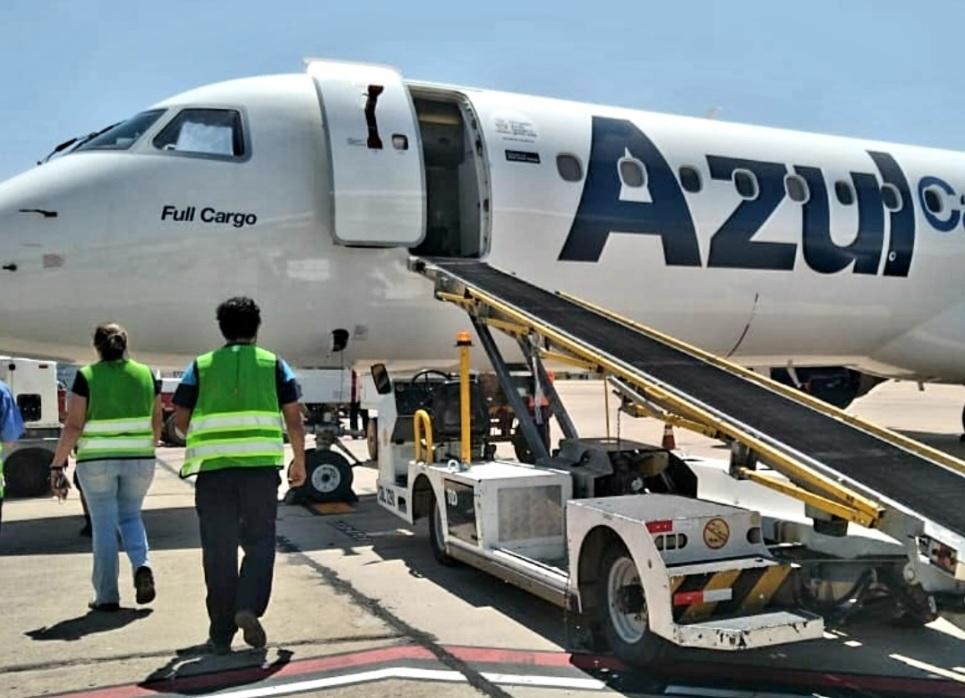 Avião Embraer E195 Azul Cargo