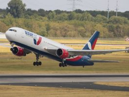 Avião Boeing 767-300 Azur Air
