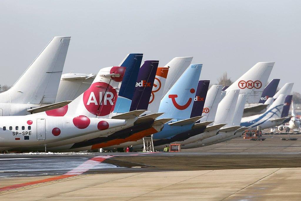 Aviões Caudas Pátio