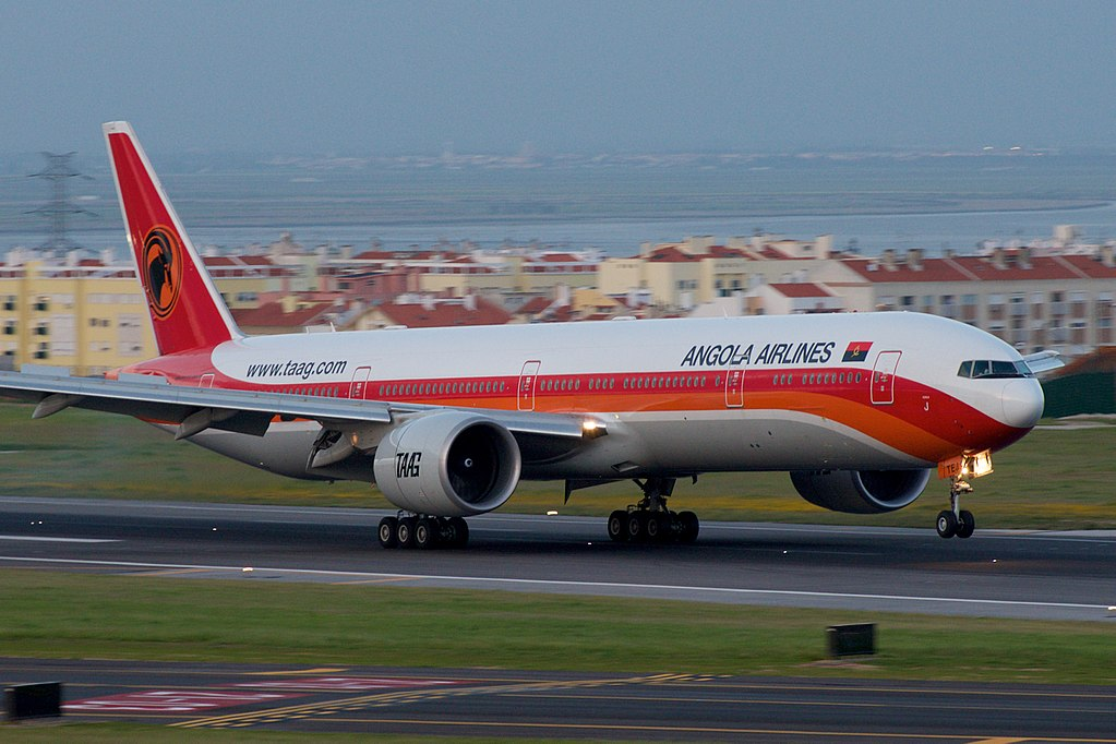 Avião Boeing 777-300 TAAG Angola Airlines