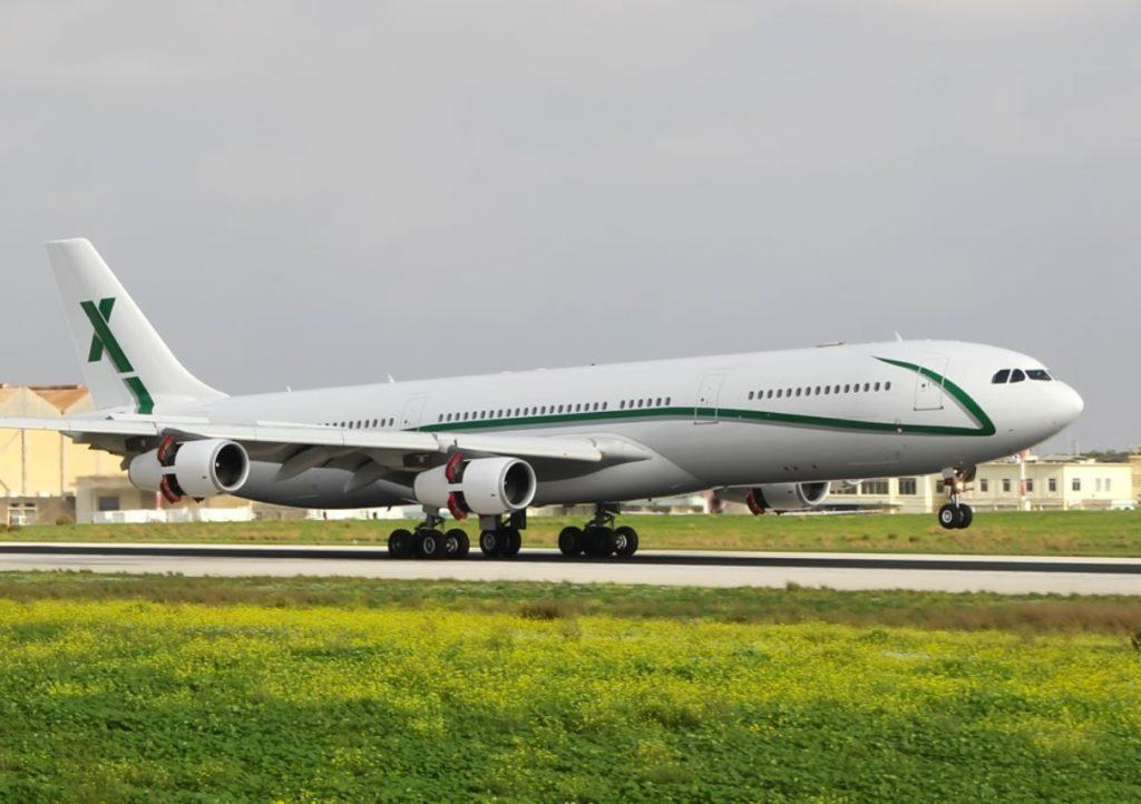 Avião Airbus A340-300 AirX Charter