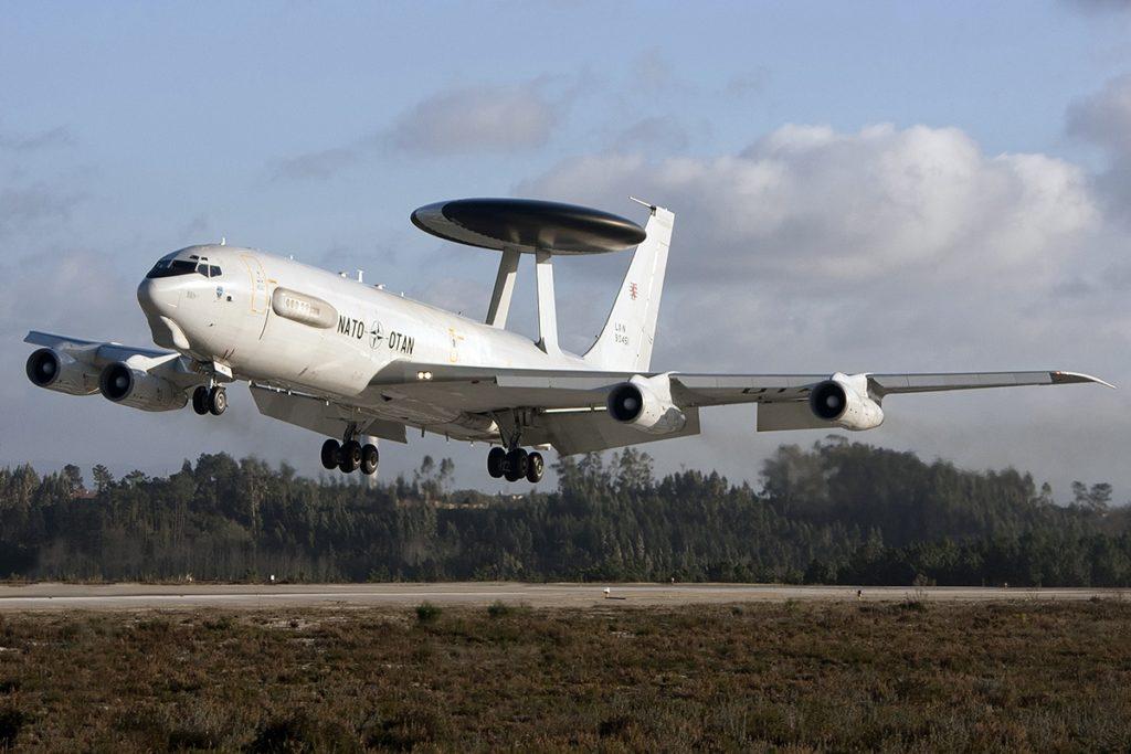 Avião Boeing E-3A Sentry