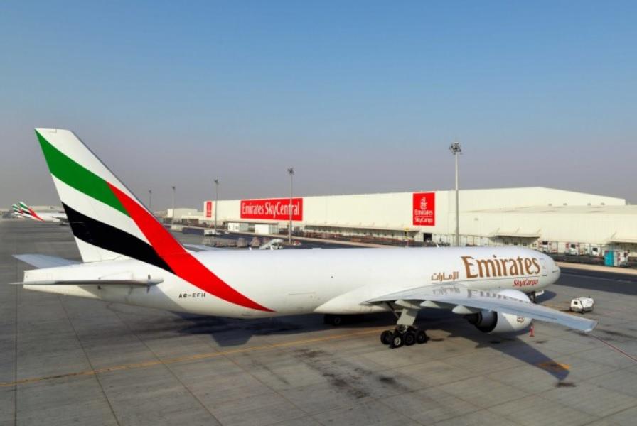 Emirates Boeing 777F SkyCentral DWC Vacinas Covid-19