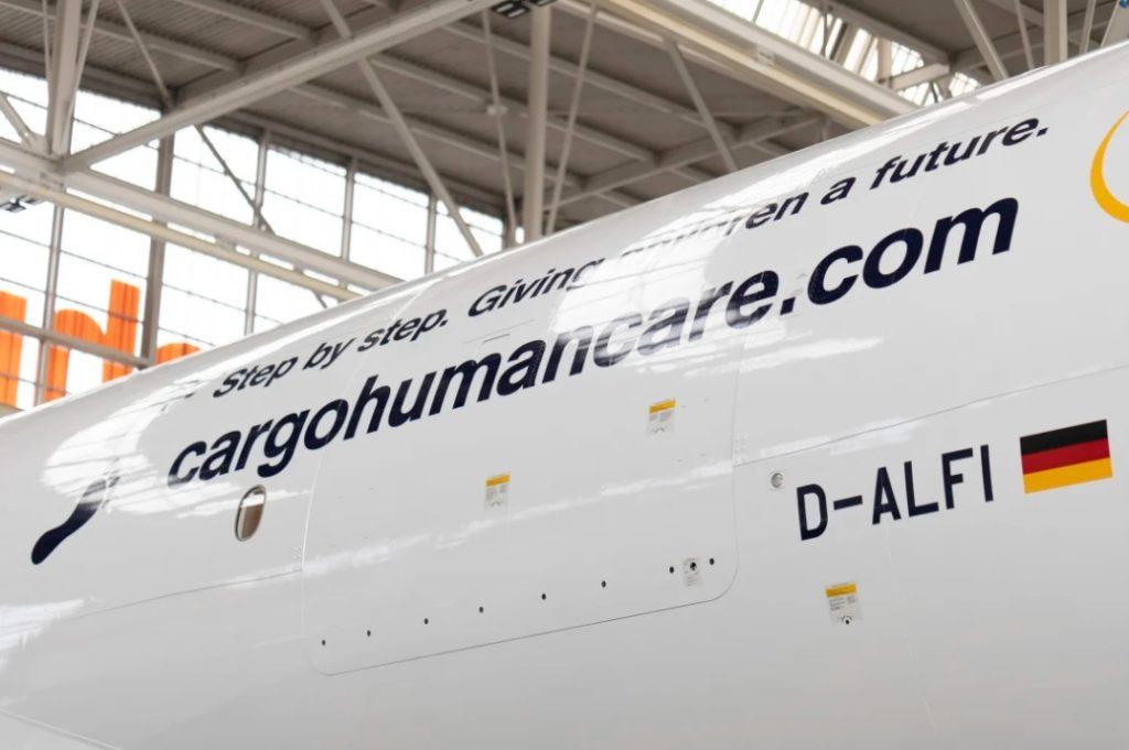 Avião Lufthansa Cargo Boeing 777F Human Cargo Care