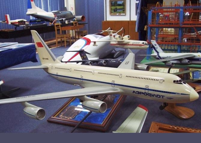 Avião Antonov AN-418