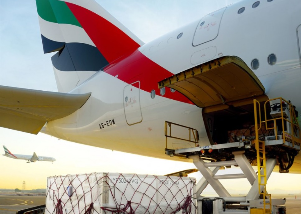 Avião Airbus A380 Emirates Cargueiro