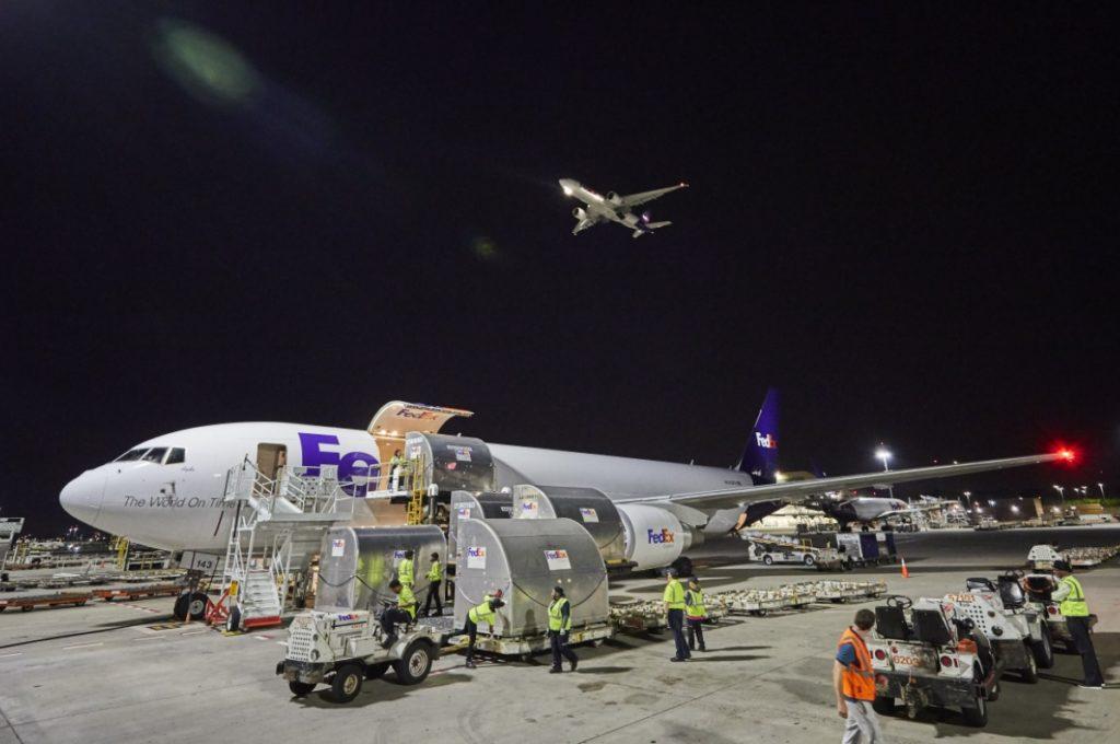 Avião Boeing 767-300F FedEx
