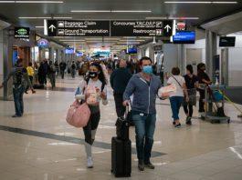 Passageiros Terminal Aeroporto Máscara Covid
