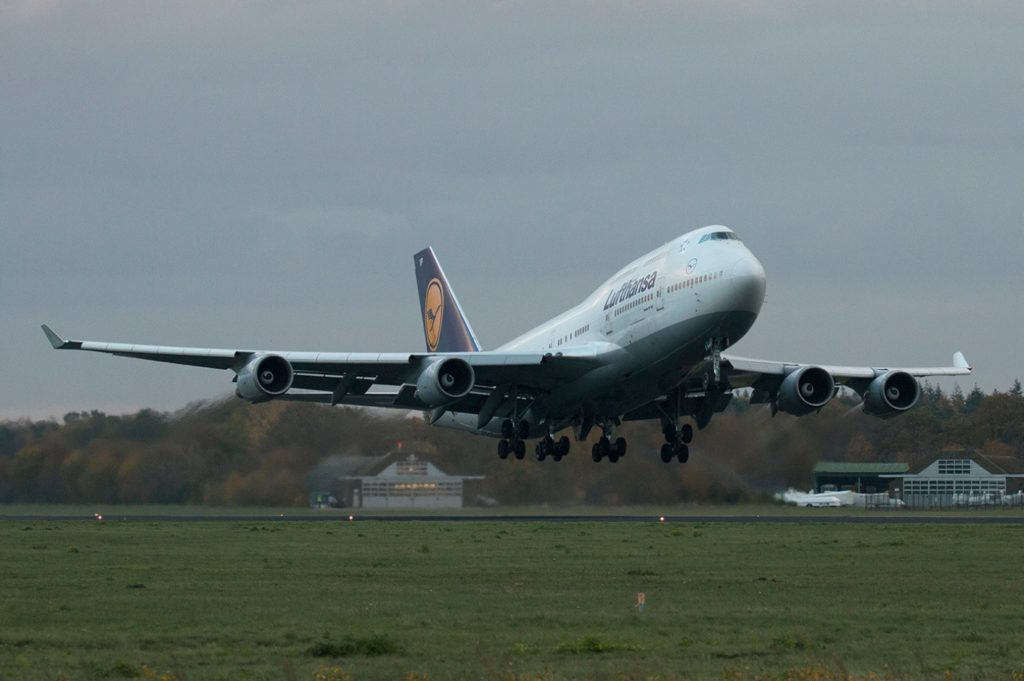 Avião Jumbo Boeing 747-400 Lufthansa