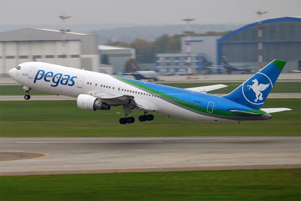 Avião Boeing 767-300 Pegas Fly