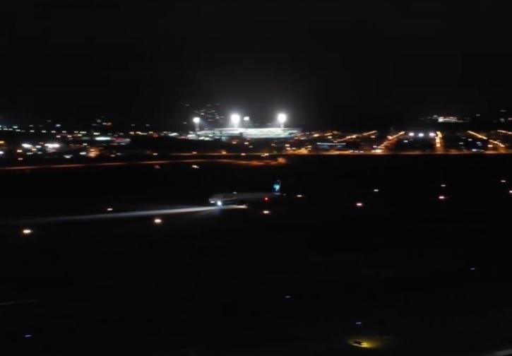 Vídeo decolagem noturna Airbus A320neo Azul Aeroporto Floripa