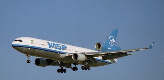 Avião McDonnell Douglas MD-11 VASP