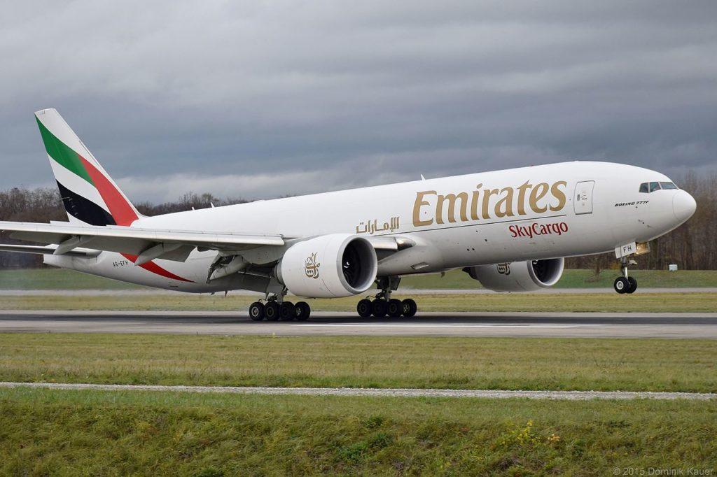 Avião Boeing 777F Emirates SkyCargo