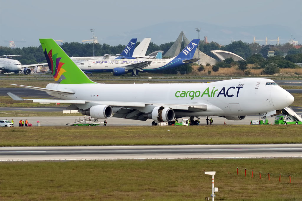 Avião Jumbo Boeing 747-400F ACT Airlines