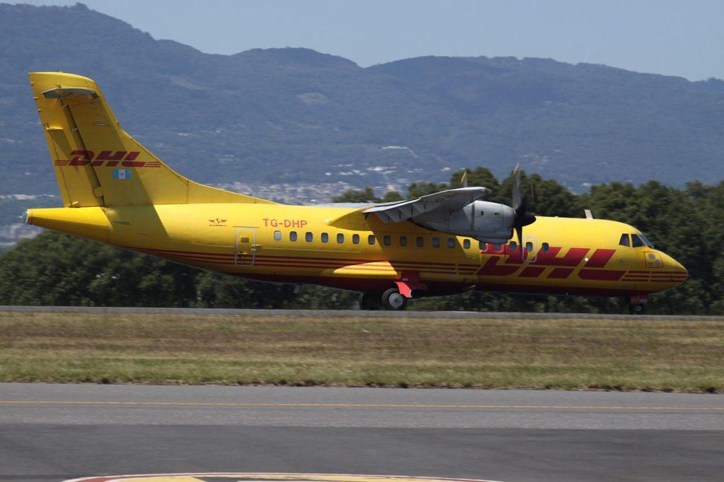 Avião ATR 42 DHL