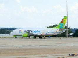 Avião Boeing 737-400F Modern Logistics