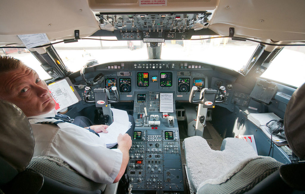 Avião Bombardier CRJ-900 Cockpit