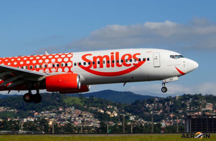 Avião Boeing 737-800 Gol Smiles