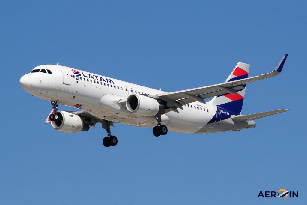 Avião Airbus A320 LATAM