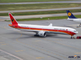 Avião Boeing 777-300 TAAG Angola