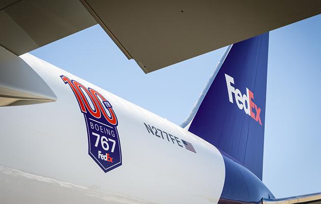Avião Boeing 767-300F 100º FedEx